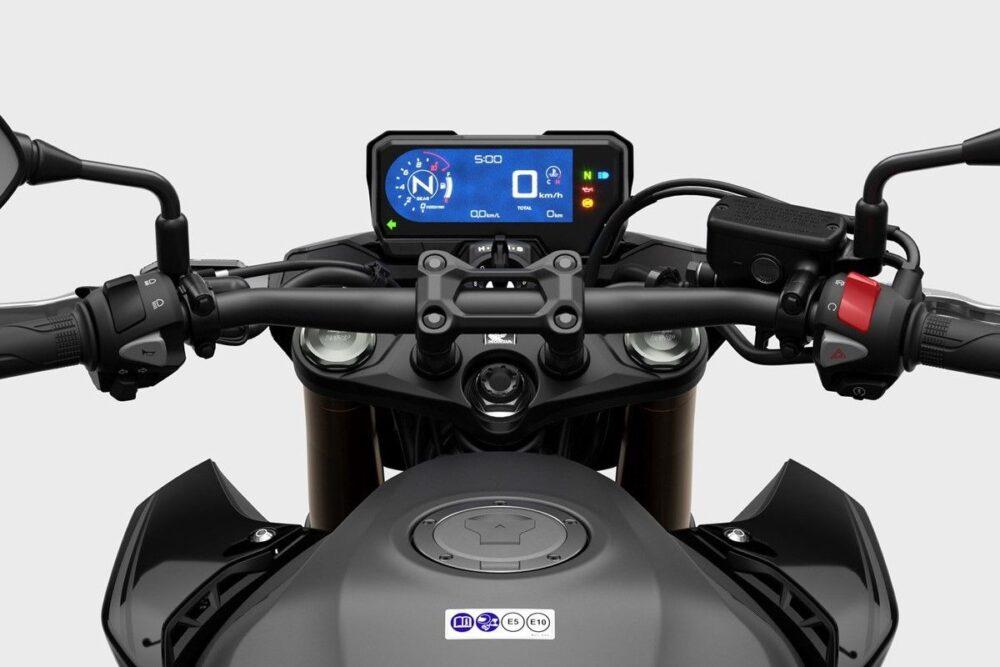 2022 honda cb500f cockpit detail